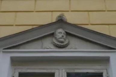 płaskorzeźba przedstawiająca głowę króla zygmunta iii wazy w tallinie w estonii