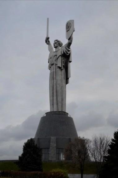 pomnik matka ojczyzna w kijowie na ukrainie