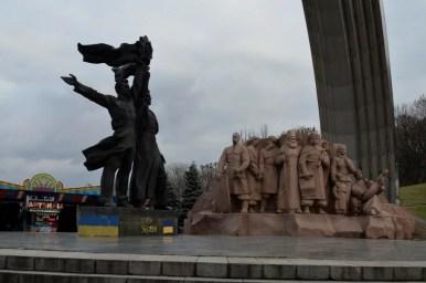 pomnik przyjaźni narodów w kijowie na ukrainie