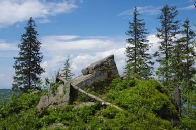 skałki piaskowcowe na szlaku z kudłonia do lubomierza w gorcach