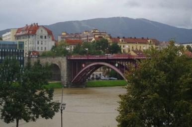 stary most na drawie w mariborze w słowenii