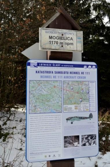 tablica informacyjna na mogielicy, najwyższym szczycie beskidu wyspowego