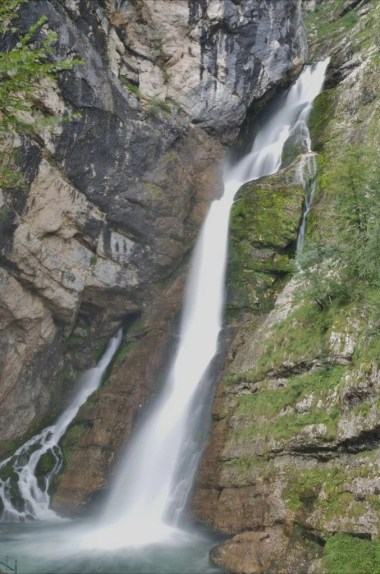 wodospad savica w alpach julijskich w słowenii