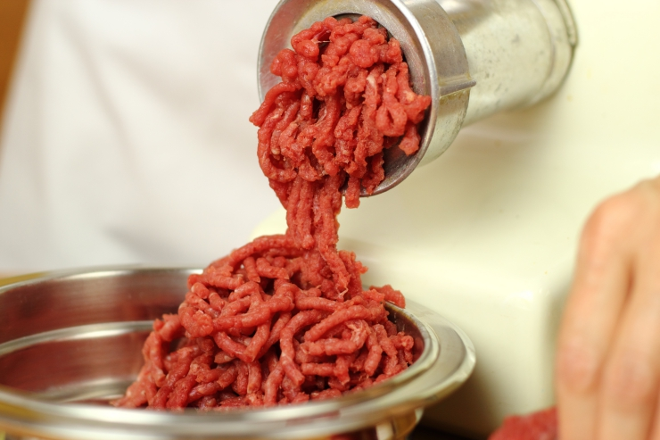 grinding raw beef