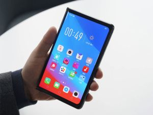 Oppo shows off its own foldable phone