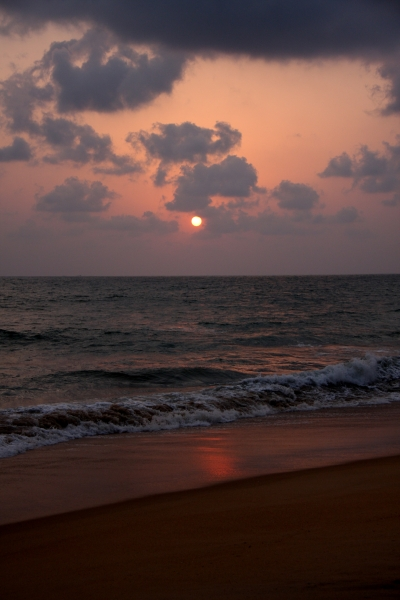 Dombe beach: Floating in the Arabian sea