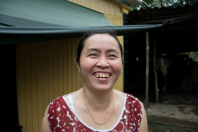 NGUYEN THI LÊ, aveugle et éleveuse de cochons - http://paysansdavenir.com/portrait-dagricultrice-la-vie-compliquee-de-nguyen-thi-le/