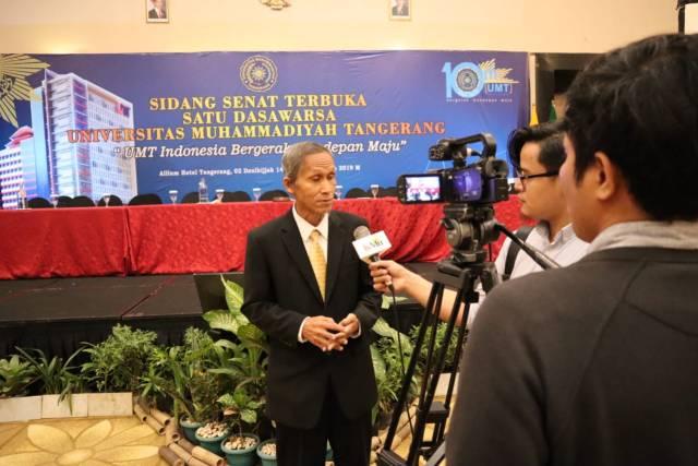 Ketua PDM Kota Tangerang, Dr. H. Saiman Sholeh, M.Pd memberikan keterangan pada pers.