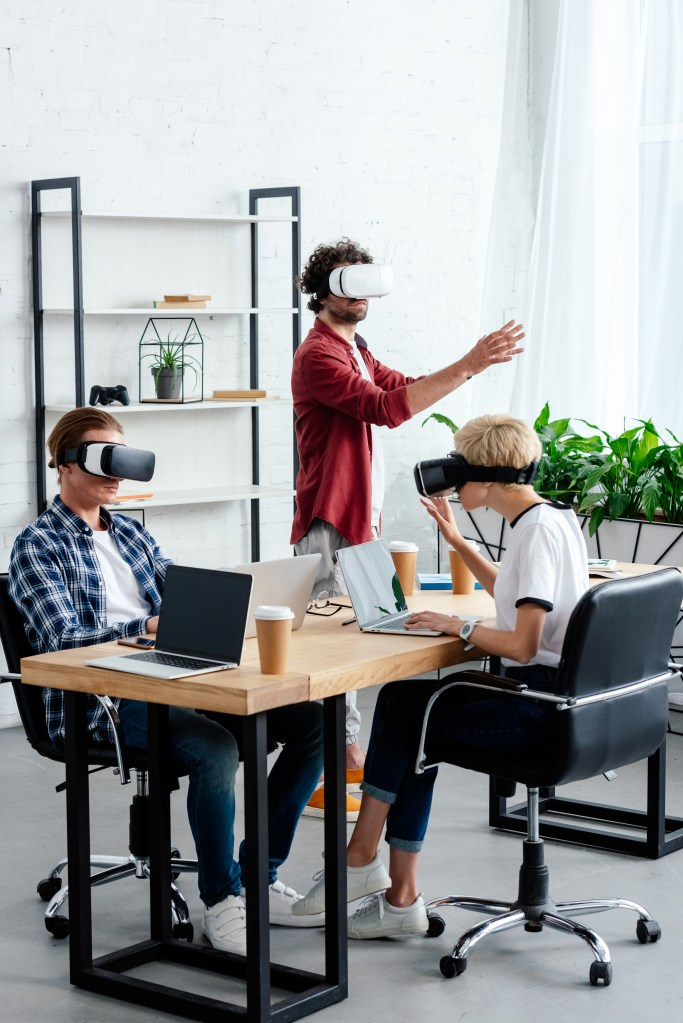 3 Teens learning using VR