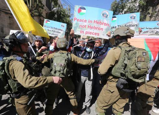 الاحتلال يقمع مسيرة في ذكرى مجزرة الحرم الإبراهيمي