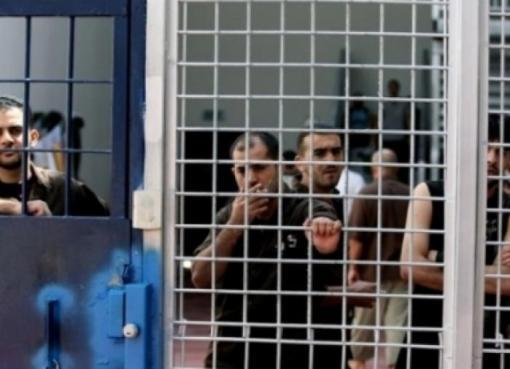 12 أسيرا يدخلون أعواما جديدة في سجون الاحتلال