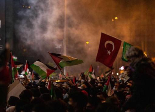 الجالية الفلسطينية والعربية والشعب في تركيا في تظاهرات حاشدة رفضاً لعدوان الاحتلال على فلسطين