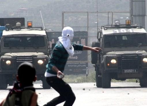 """الاحتلال يصيب عدد من المواطنين بالاختناق خلال مواجهات """"النبي صالح"""" شمال غرب رام الله"""