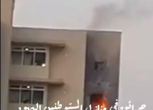 بالفيديو: اندلاع حرائق في منازل المستوطنين اليهود في عسقلان جراء إصابتها بصواريخ
