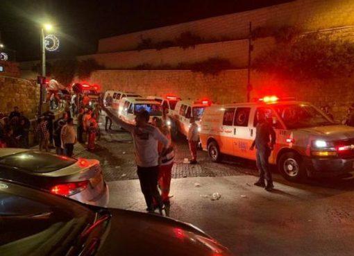 الاحتلال يغلق المصلى القبلي ويمنع الطواقم الطبية من الوصول للمصابين