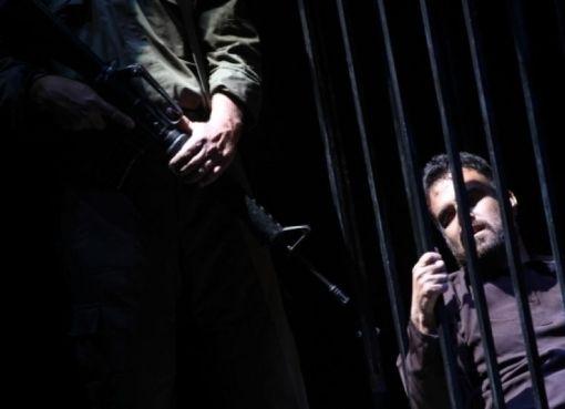 إدارة سجون الاحتلال تعزل أسيرين مضربين عن الطعام