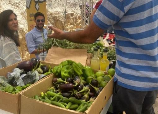 بالصور: احتوى على العديد من المنتجات الفلسطينية .. بلدية رام الله تنظم سوق الاقتصاد الوطني