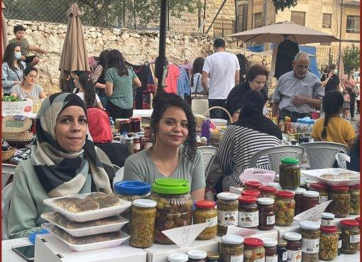 صور من سوق الاقتصاد الوطني الذي تنظمه بلدية رام الله الذي  يحتوي على العديد من المنتجات الفلسطينية الوطنية التي صنعت كلياً في فلسطين