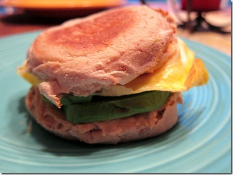 egg and hummus sandwich 005