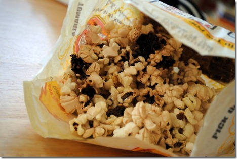 White chocolate peppermint popcorn 003