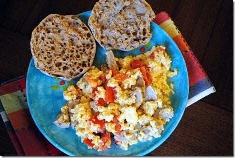 scrambled eggs with chicken sausage 002