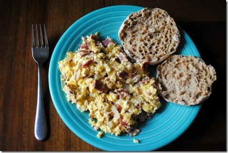 scrambled eggs turkey bacon 014