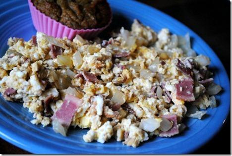 scrambled eggs with zucchini muffing 006
