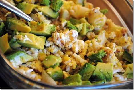 scrambled eggs with avocado 013