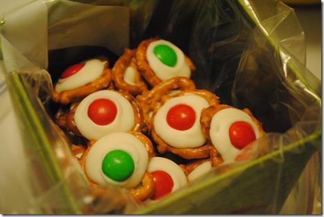 white chocolate holiday pretzel treats