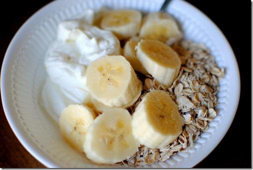 oats with yogurt and banana