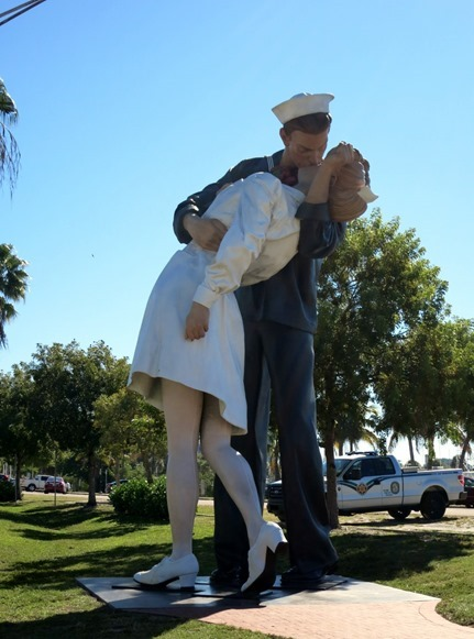 Unconditional Surrender statue_thumb[1]