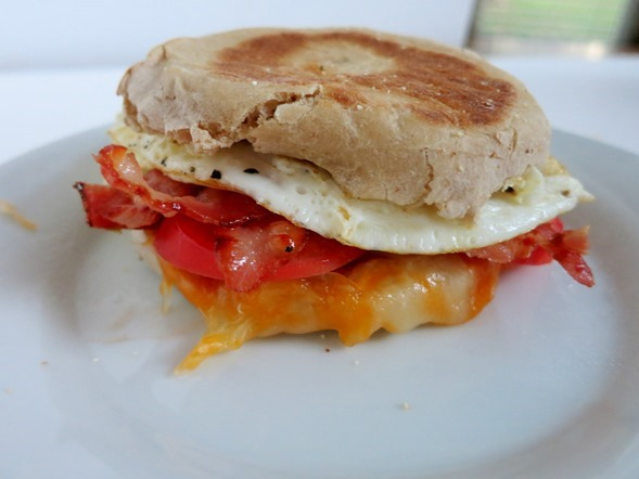egg tomato and bacon sandwich
