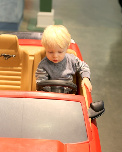 kids red sports car