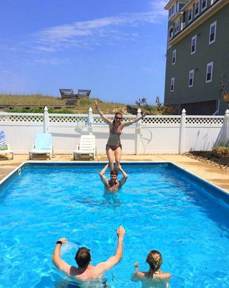 Pool Shoulder Stand