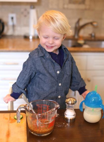 Toddler Kitchen Stand
