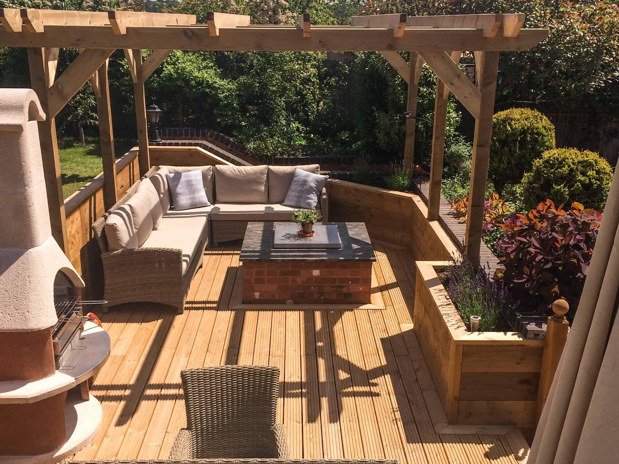 Gardens & Outdoor Areas by Builders in Newbury