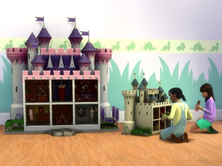 mts_plasticbox-1532011-dollhouse-castle-small_size-comp