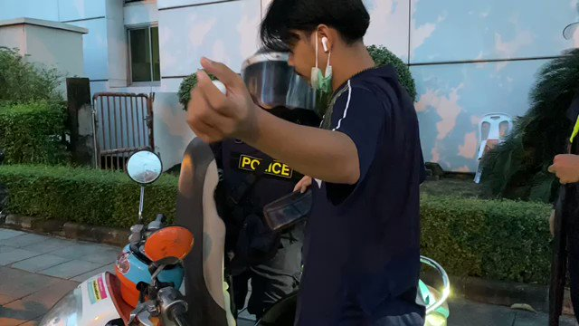 Meanwhile, in front of the Mission Hospital, crowd control police searched a passing motorcycle, before telling the rider to hurry up and go home after finding no illegal object. #ม็อบ28กันยา
