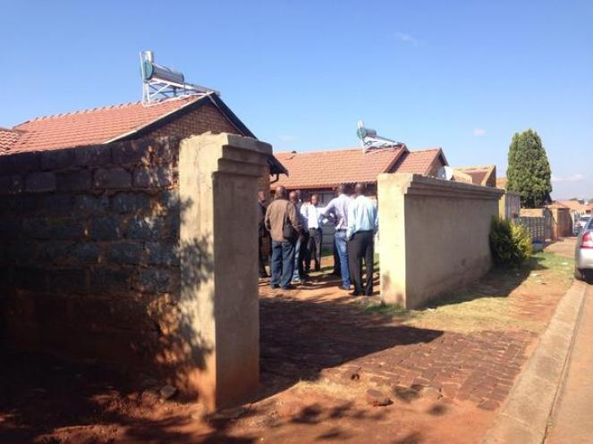 "EWN Reporter on Twitter: ""#SenzoMeyiwa Police arrive at Kelly Khumalo's  house to investigate. GN http://t.co/OWTQr5Oq7P"""
