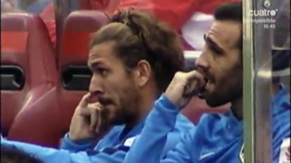 """[Vídeo] Deportes Cuatro """"caza"""" a Cerci comiéndose los mocos en el banquillo 1"""