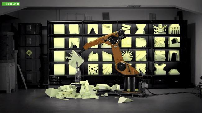 Robochop es un robot que esculpe en goma espuma cualquier diseño que se le envíe http://t.co/vVnXVBBjQR http://t.co/lIlpTJepZJ