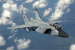 test ツイッターメディア - MiG-31(ミグ31、ロシア語:МиГ-31 ミーク・トリーッツァチ・アヂーン)はソ連のミグ設計局が防空軍向けに開発した迎撃戦闘機でありMiG-25に対し、低空進入する巡航ミサイルや攻撃機への対応能力を持った迎撃機である。https://t.co/BqtOpqTc