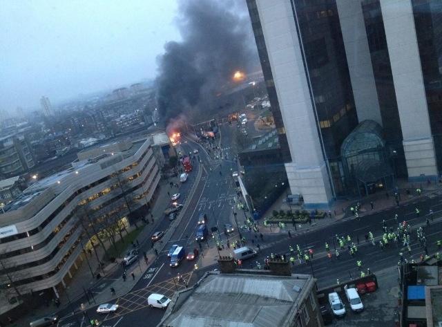 Londra: elicottero si schianta contro una gru.  (1/4)
