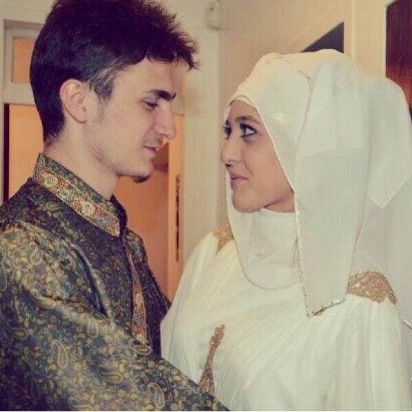 Fatih Seferagic bersama istri tercinta. (via Twitter)