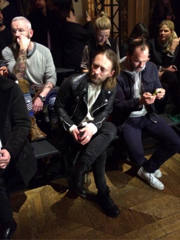 【パリ】DRIES VAN NOTENの会場で、トム・ヨークをキャッチ!! http://t.co/Dwa9aPUEjh