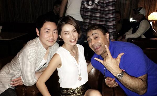 他是TVB著名演員!沒想到他竟然和馬來西亞最著名模特戀愛了...看到她的女友,你絕對驚呆...!!!