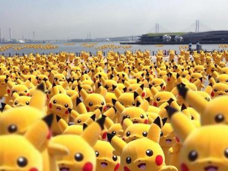 横浜へ遊びに行ったら赤レンガ倉庫がピカチュウで埋め尽くされてて、この世の終わりを悟った。