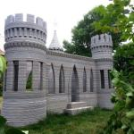自分の家の裏庭にお城を3Dプリントした人がいる…しかもすばらしい出来栄え
