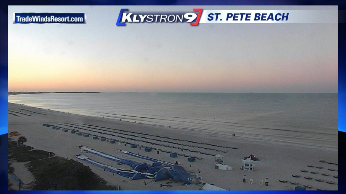 Juli Marquez: After a cool morning, high temperatures will be in the low 70s today.  #flwx