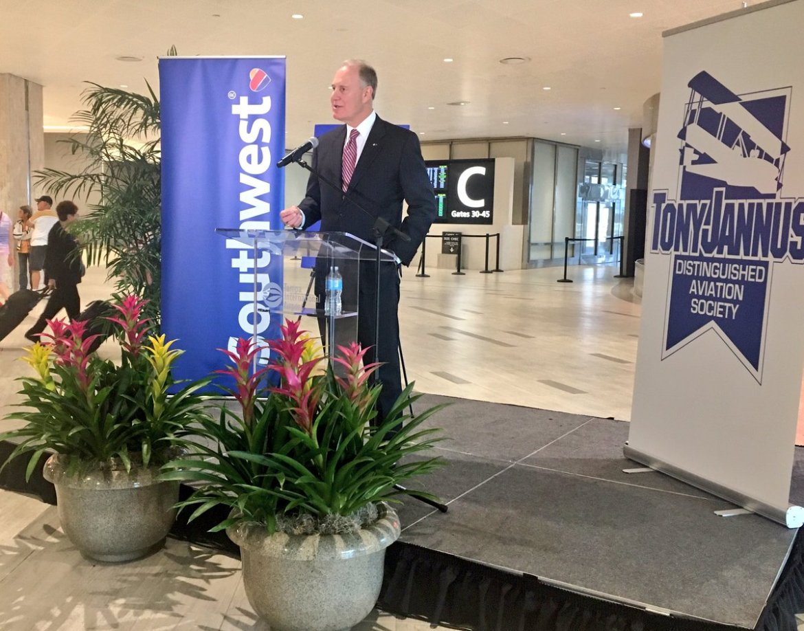 .@SouthwestAir CEO Gary Kelly accepting the Tony Jannus award at @FlyTPA  @TB_Times
